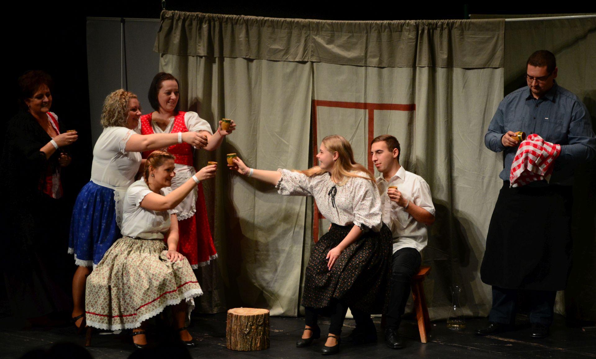 Remek hangulat és sokszínűség a IV. Pajtaszínházi Szemlén