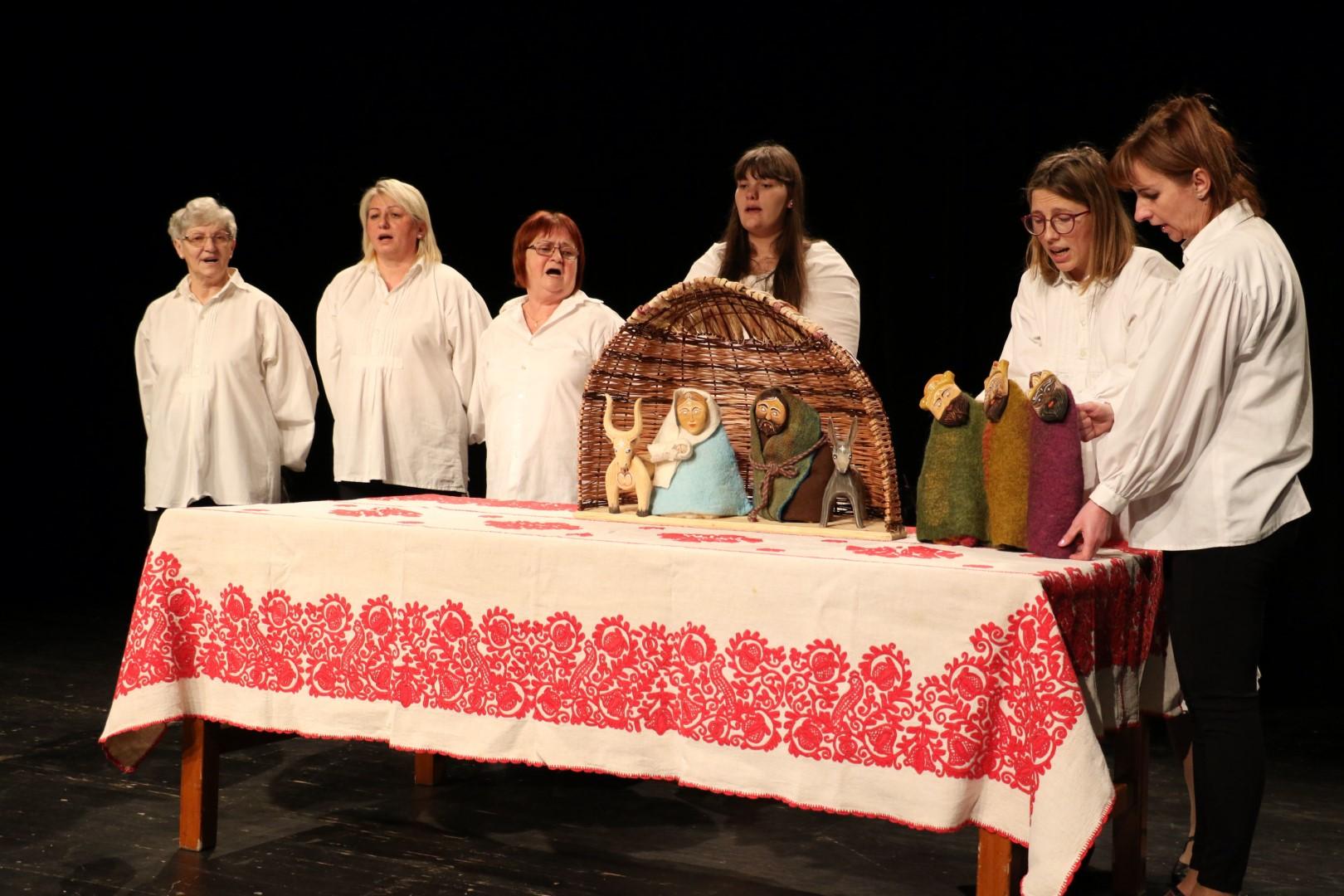 Dió Színház: Menjünk mi is Betlehembe! – hagyományon alapuló bábos misztériumjáték élő zenével (Tiszaszőlős, Jász-Nagykun-Szolnok megye)