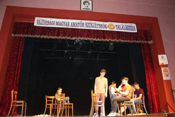 A SzondySokk Kisszínpad vendégszereplése a Vajdasági Magyar Amatőr Színjátszók XXIV. Fesztiválján