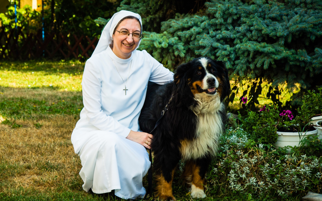 Eszter és Zsuzsa nővér várja az egyetemista lányokat a szervita kollégiumban