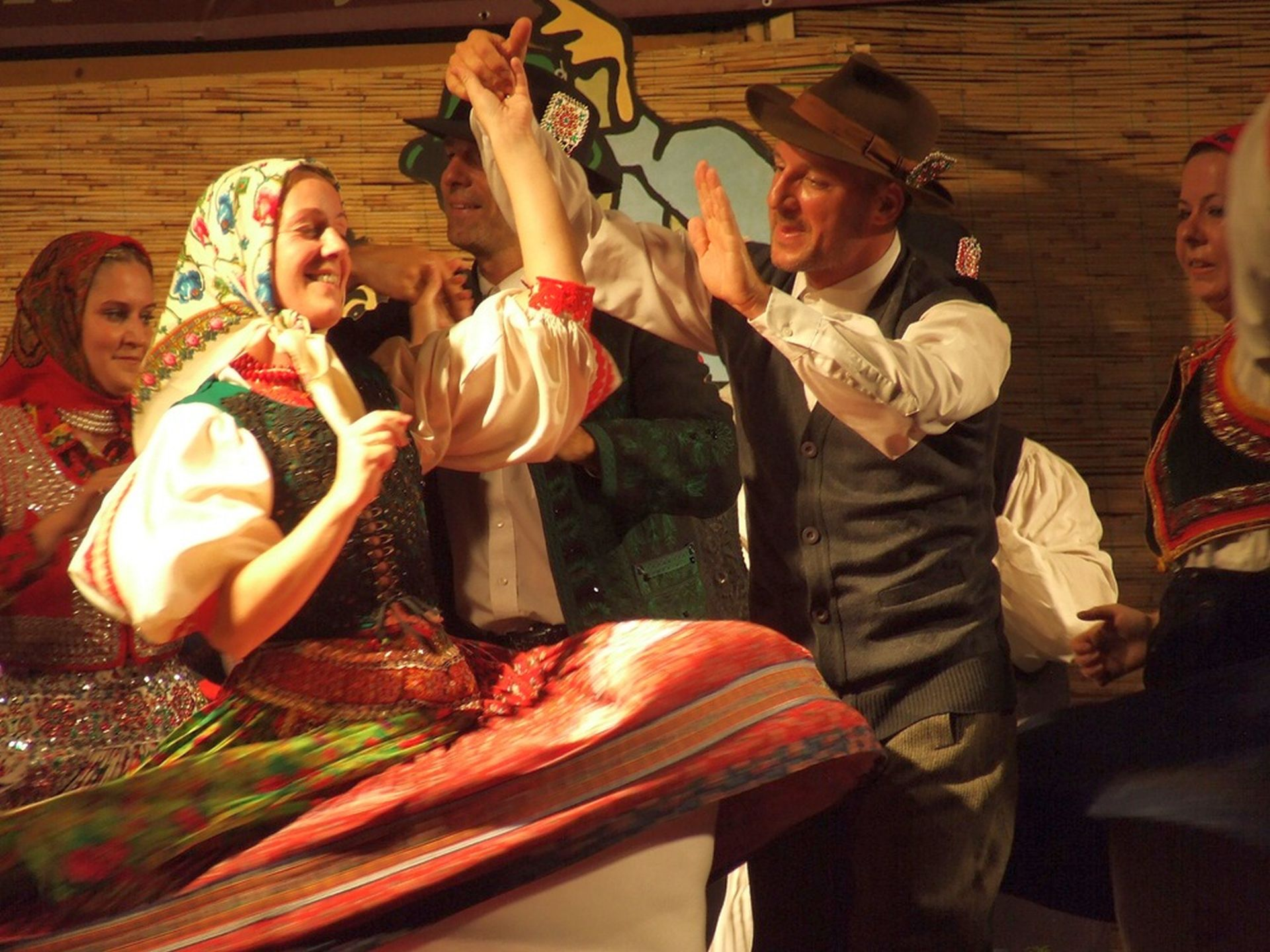 Hungarikum játszóházzal a Nemzetközi Néptáncfesztiválon