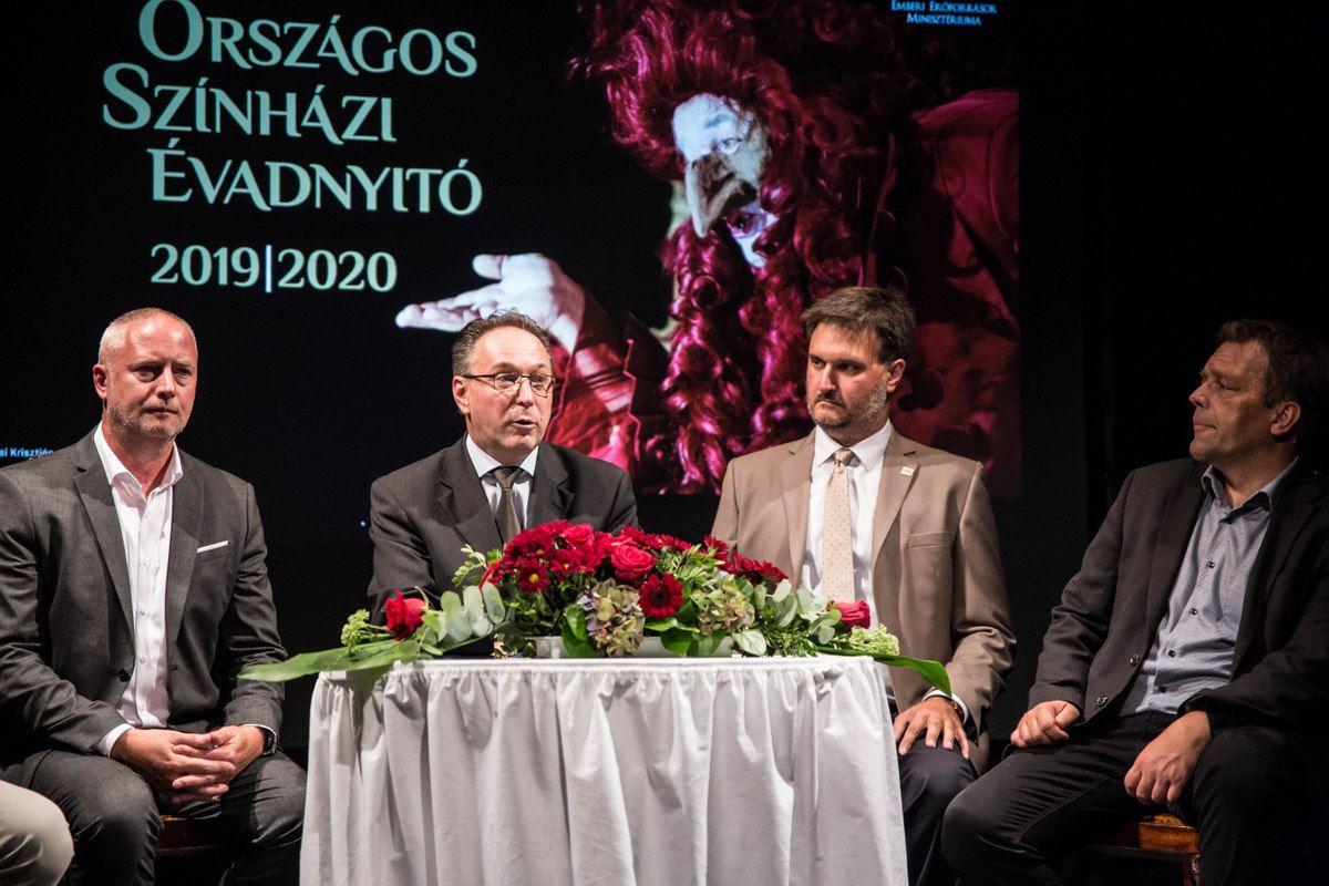 Konferenciával egybekötött színházi évadnyitó