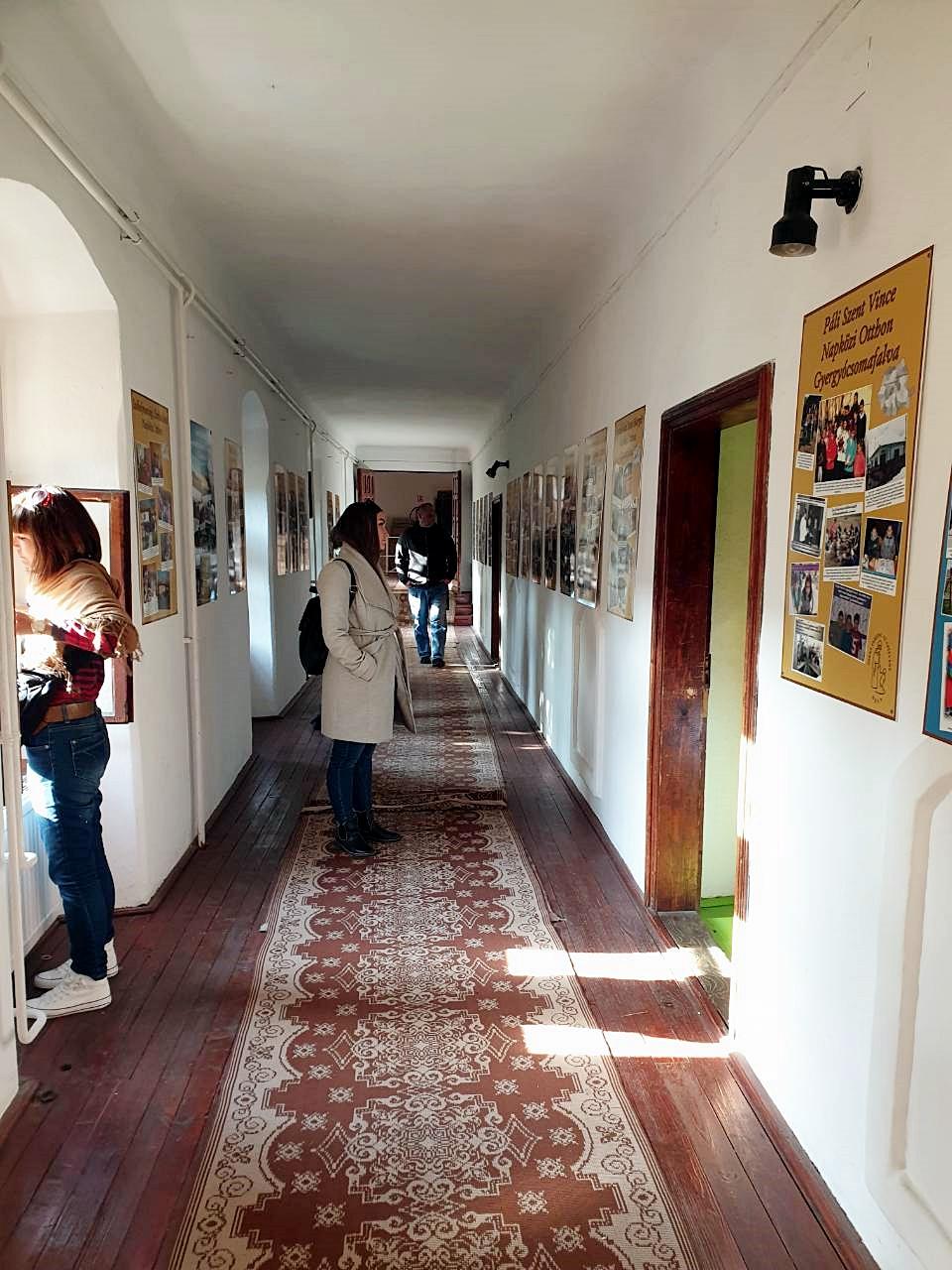 A Dévai Szent Ferenc Alapítvány épületének egyik folyosója