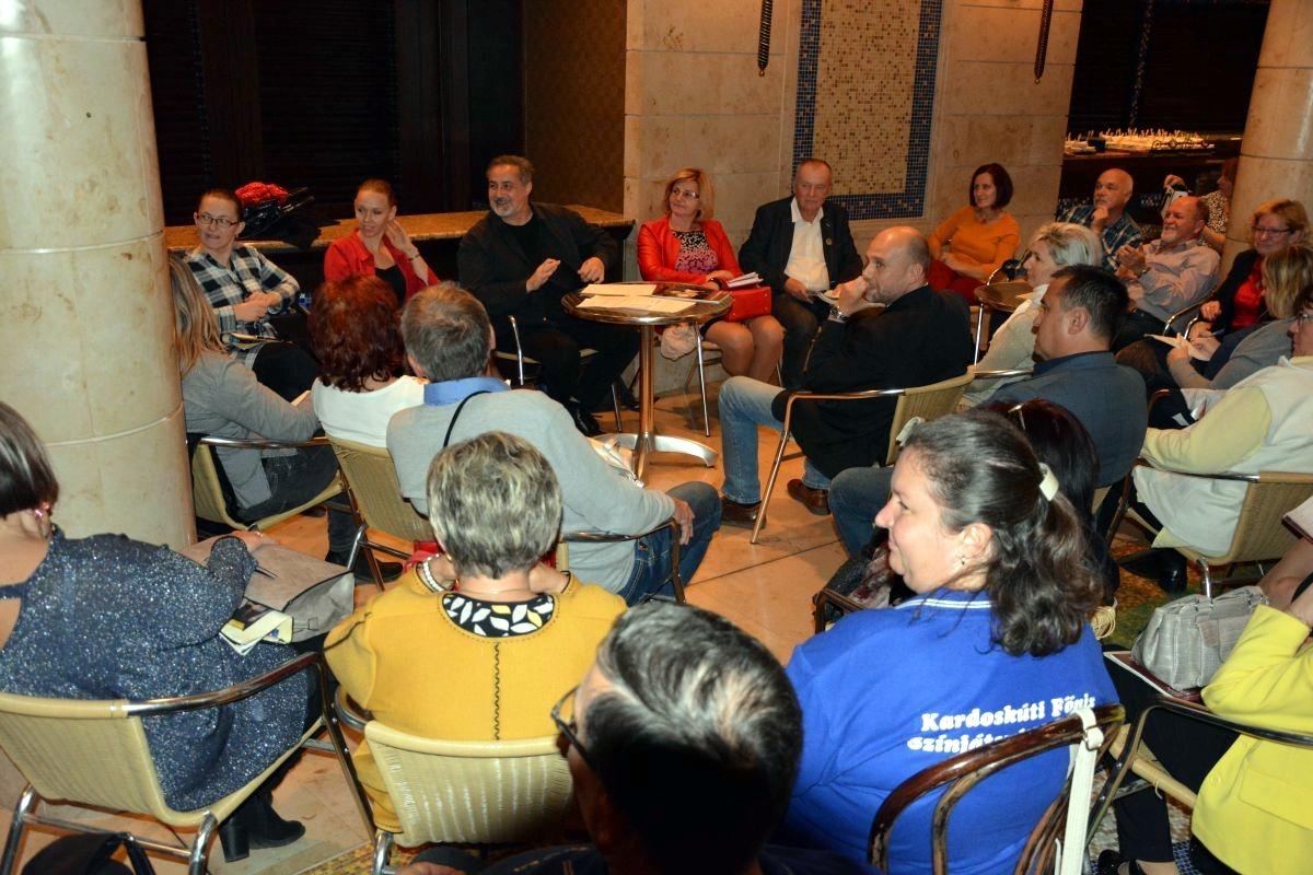 Színjátszó közösségek szerepe a települések közösségépítési folyamataiban (Buzogány Béla színész, rendező, a mátészalkai Városi Művelődési Központ igazgatója)