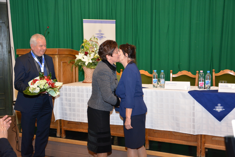Mátyus Aliz átveszi a díjat
