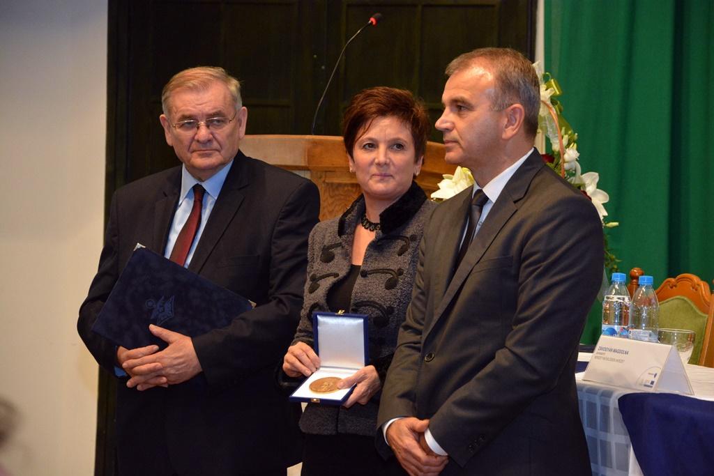 Molnár Lajos Milán átveszi a díjat