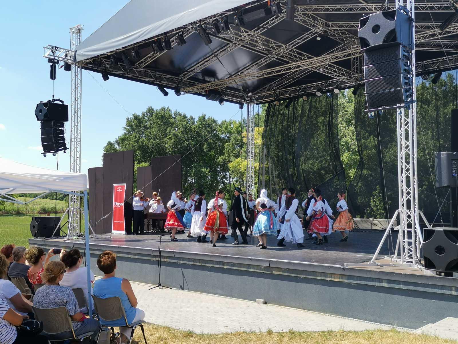 Közösségépítő kultúránk rendezvénysorozat indult Kápolnásnyéken